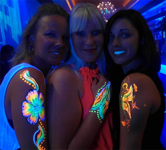 NEON-Blacklight-Painting-Bodypainting-Service